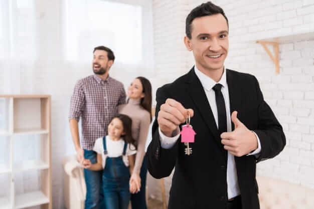 Как продать (не) приватизированную квартиру с долгом, проблемами с документами или наследством?